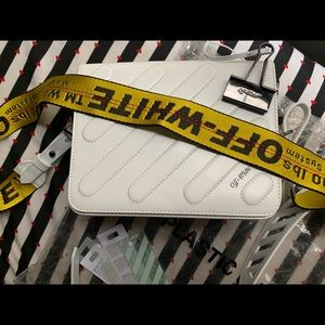 ✨OFF-WHITE WHITE BULLDOG CLIP CROSSBODY BAG
